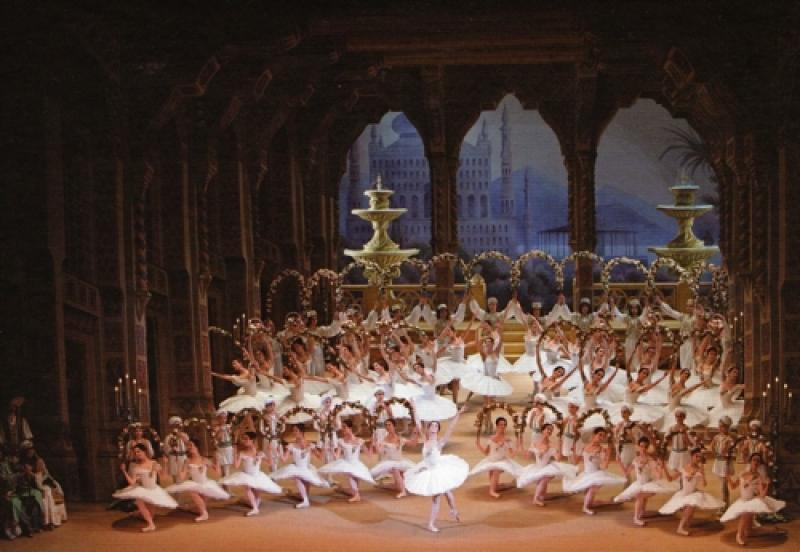 The Jardin Animé scene from 'Le Corsaire': 'a general attention to what will give the audience something to gawp at'