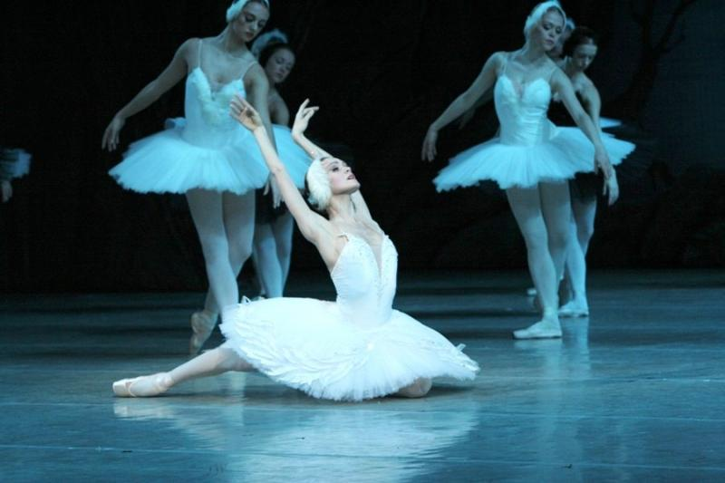 Uliana Lopatkina in the Mariinsky's 'Swan Lake'