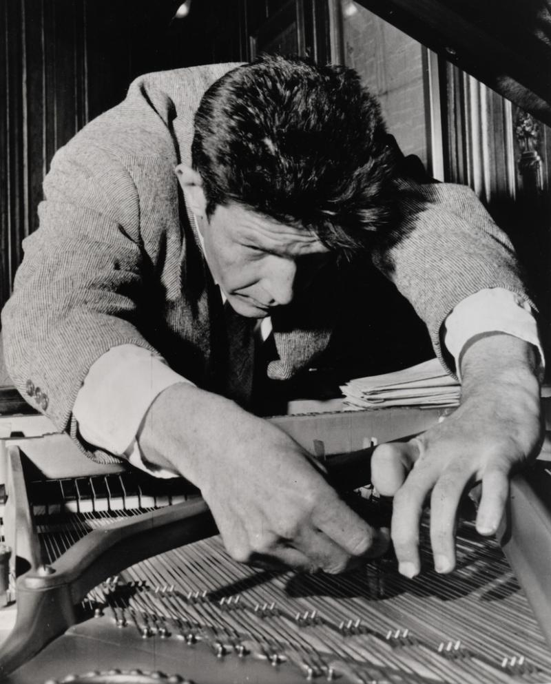 John Cage contemplates Christmas hit