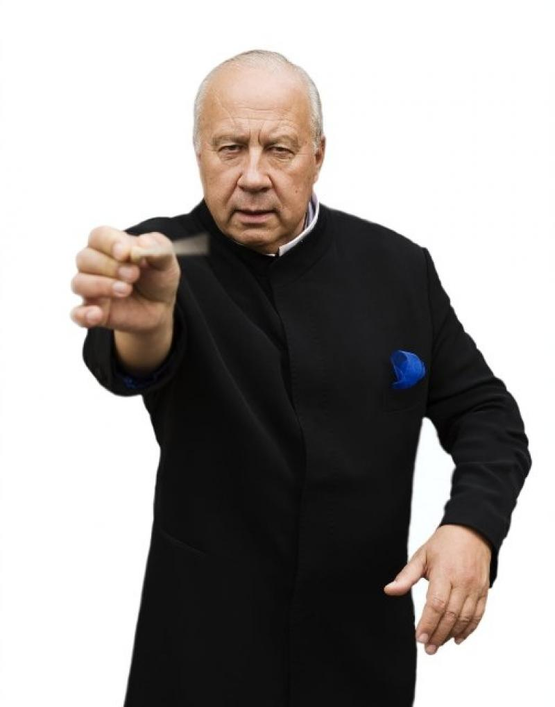 Järvi sporting the black, white and blue of his beloved Estonia's flag