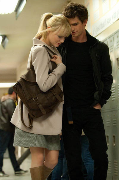 Gwen (Emma Stone) and Peter (Andrew Garfield) in the school halls