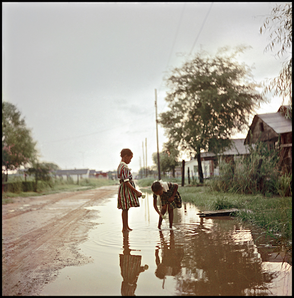 Gordon Parks, Untitled, Alabama, 1956, Courtesy of The Gordon Parks Foundation, New York and Alison Jacques Gallery, London © The Gordon Parks Foundation