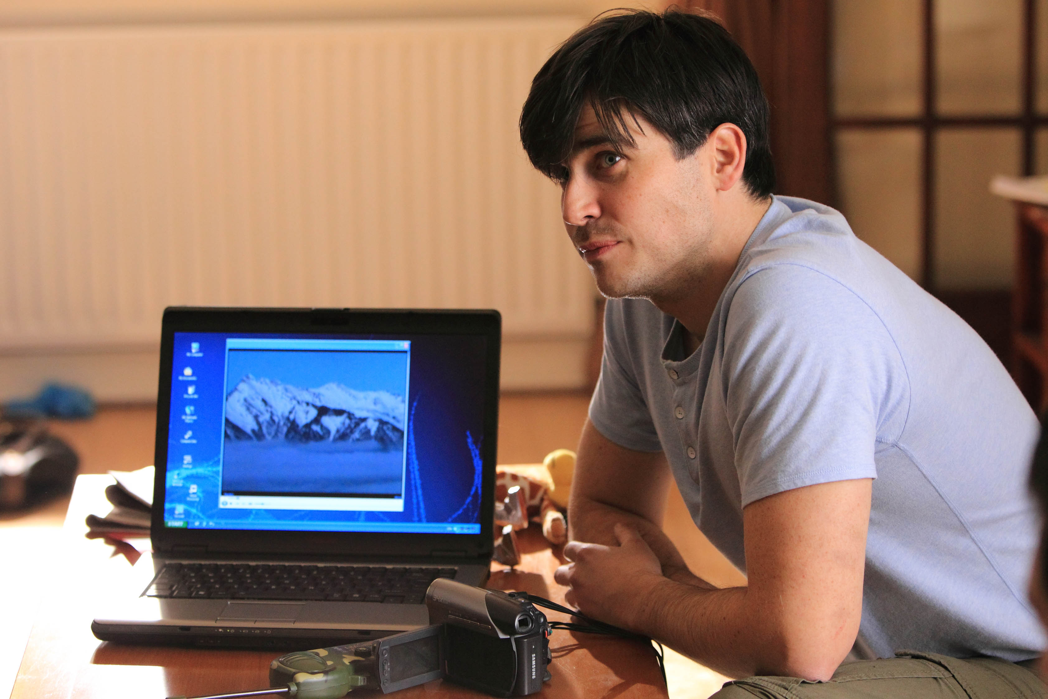 Joe (Rob James-Collier)