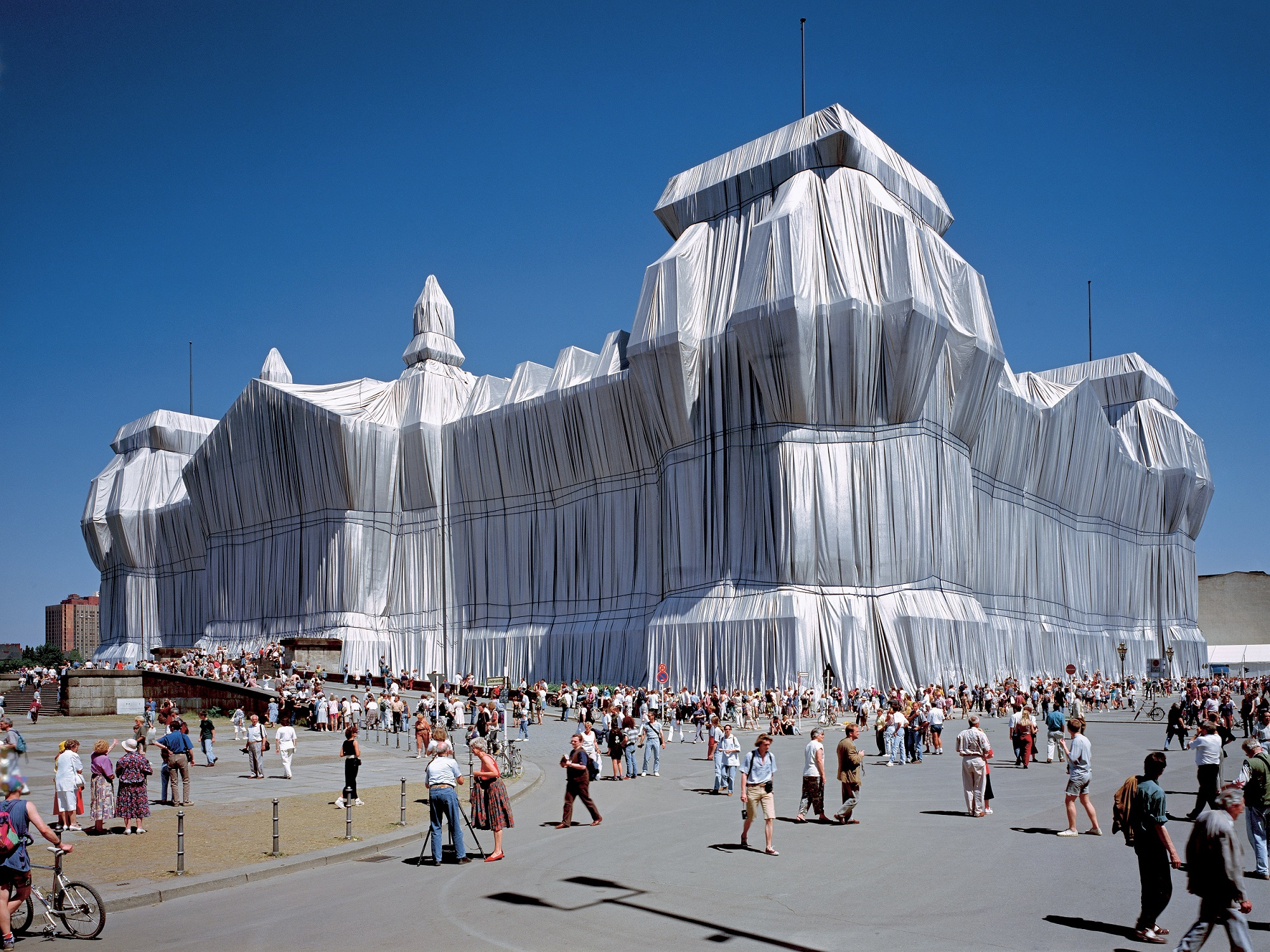 Christo and Jeanne-Claude Wrapped Reichstag, Berlin, 1971-95 Photo: Wolfgang Volz