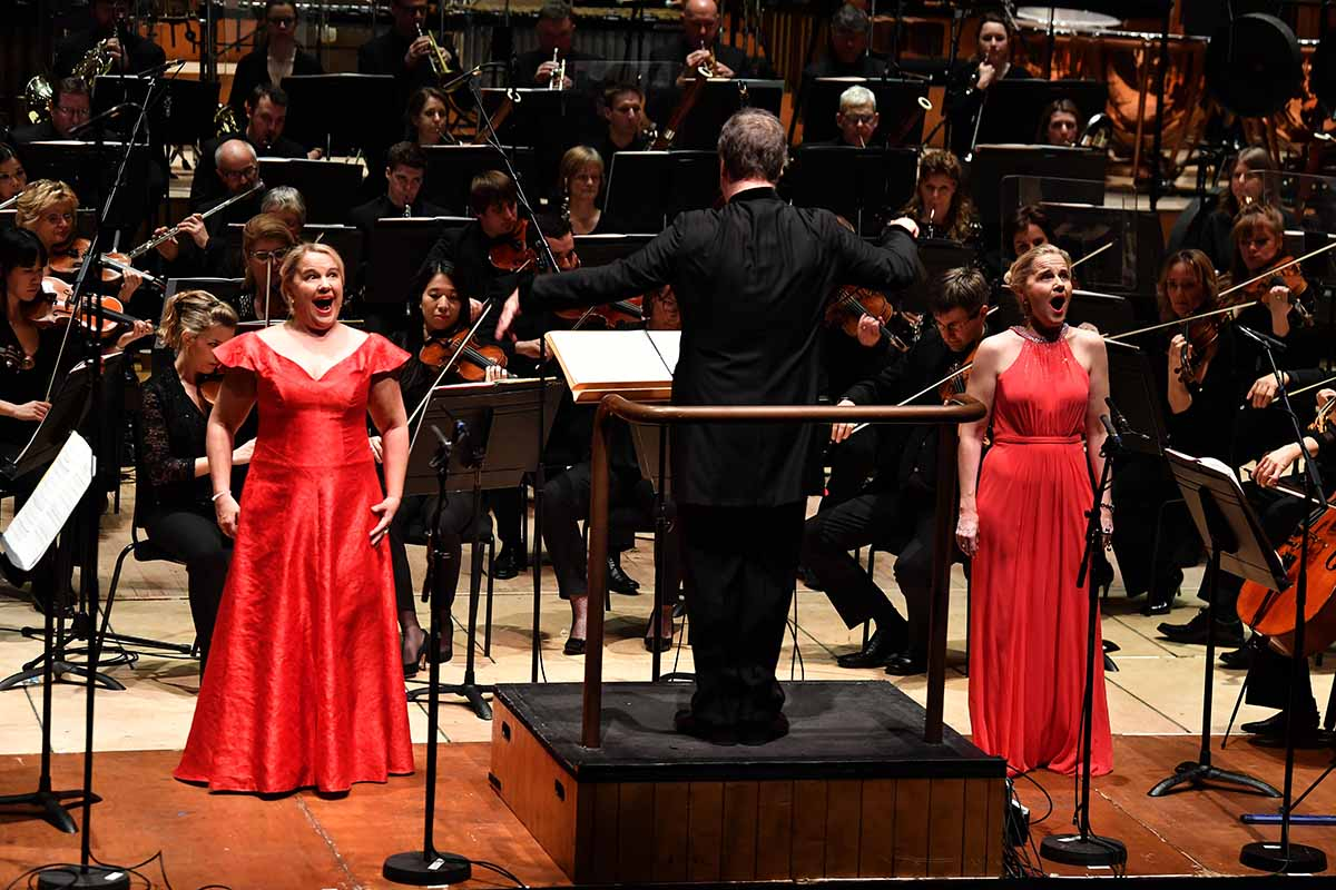 Anu and Piia Komsi with Sakari Oramo and the BBCSO in 'Wing on Wing'