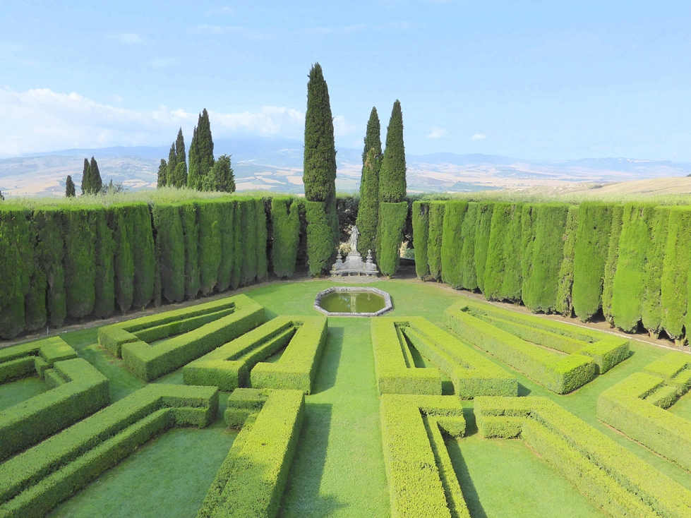 The garden of Villa La Foce