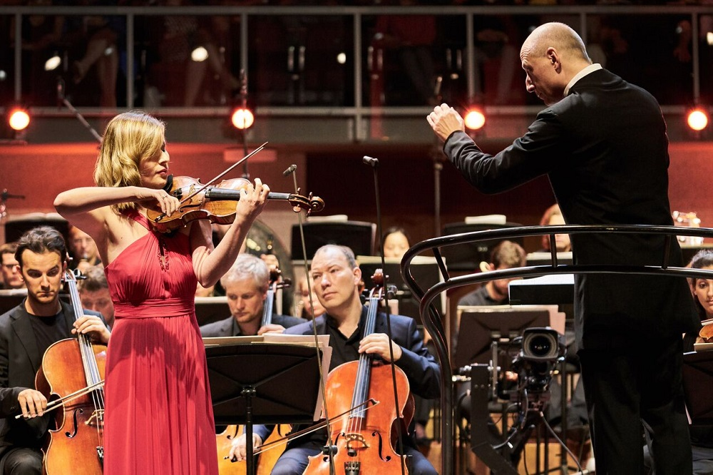 Lisa Batiashvili and Paavo Jarvi in Tchaikovsky's Violin Concerto
