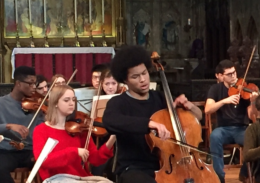 Sheku Kanneh-Mason in rehearsal with the Fantasia Orchestra