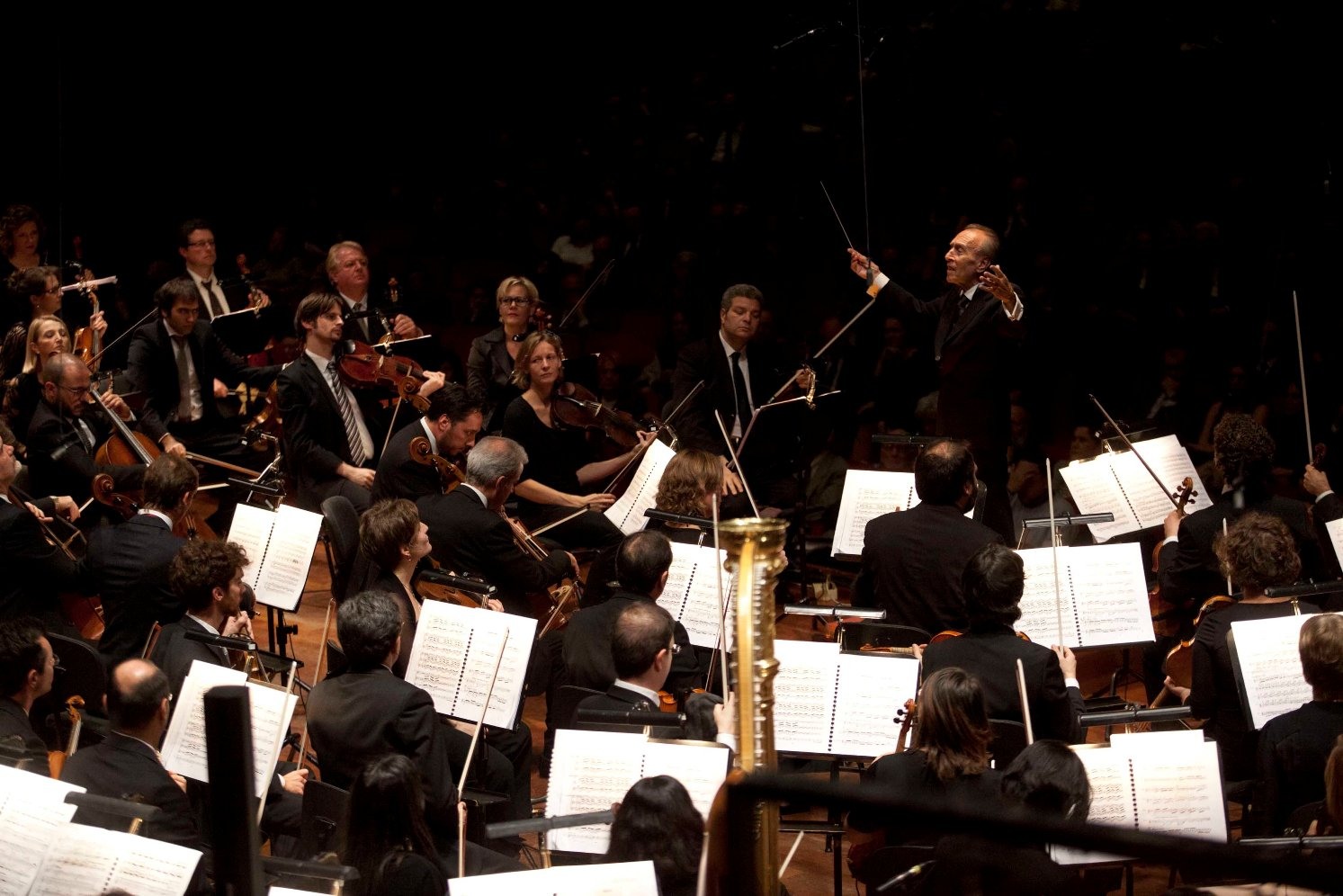 Abbado conducting the Accademia di Santa Cecilia and Orchestra Mozart in Rome