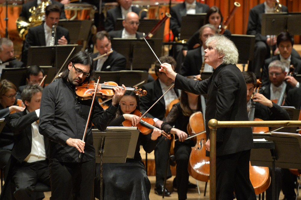 Leonidas Kavakos, Simon Rattle and members of the Berliner Philharmoniker in Sibelius's Violin Concerto at the Barbican
