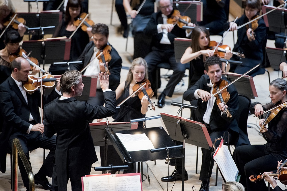 Esa-Pekka Salonen conducting the Philharmonia