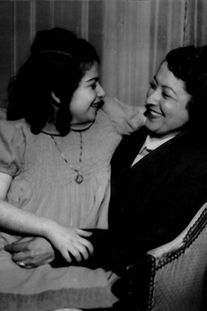 Idil Biret with her mother