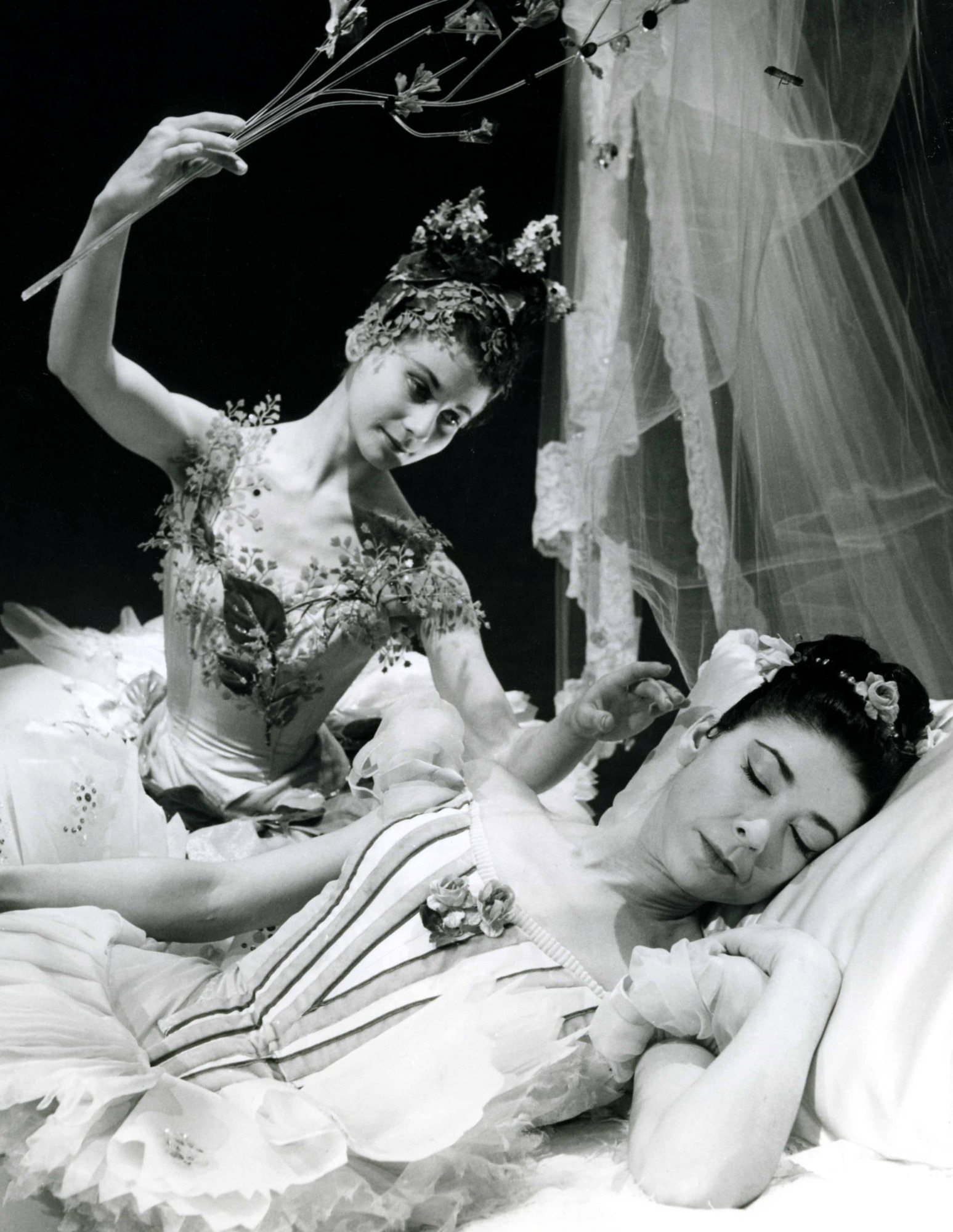 Lucette Aldous as the Lilac Fairy and Margot Fonteyn as Aurora in the Sleeping Beauty