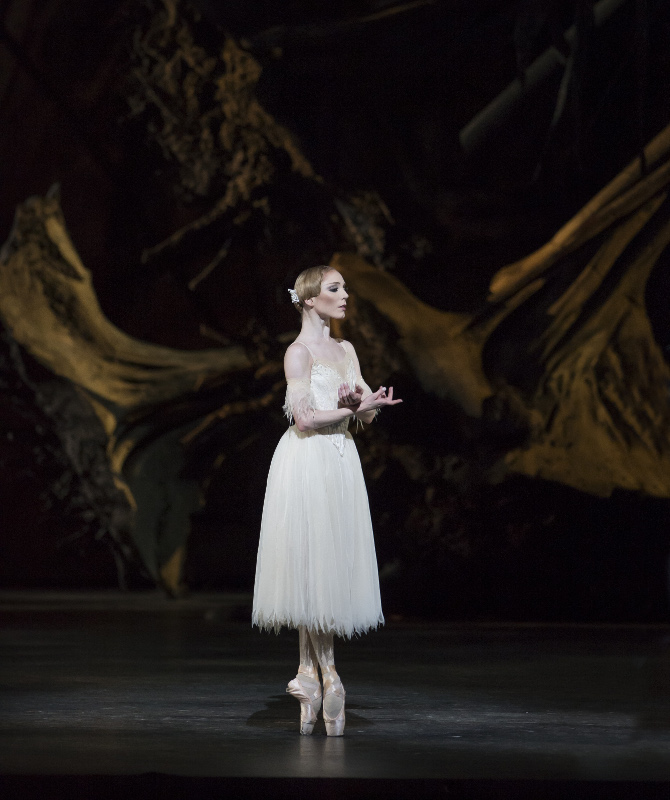 Sarah Lamb as Giselle. Photo by Bill Cooper.