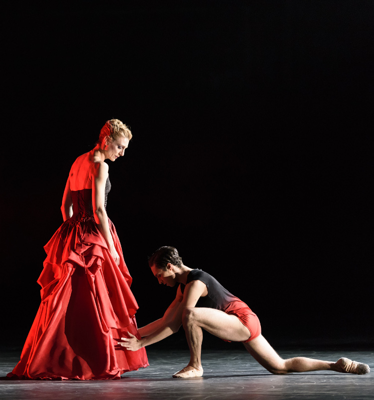 Zenaida Yanowsky and James Hay in Liam Scarlett's Symphonic Dances. Photo by Bill Cooper.