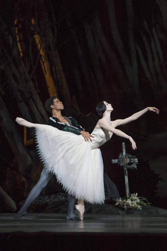 Natalia Osipova and Carlos Acosta in Giselle at the Royal Ballet