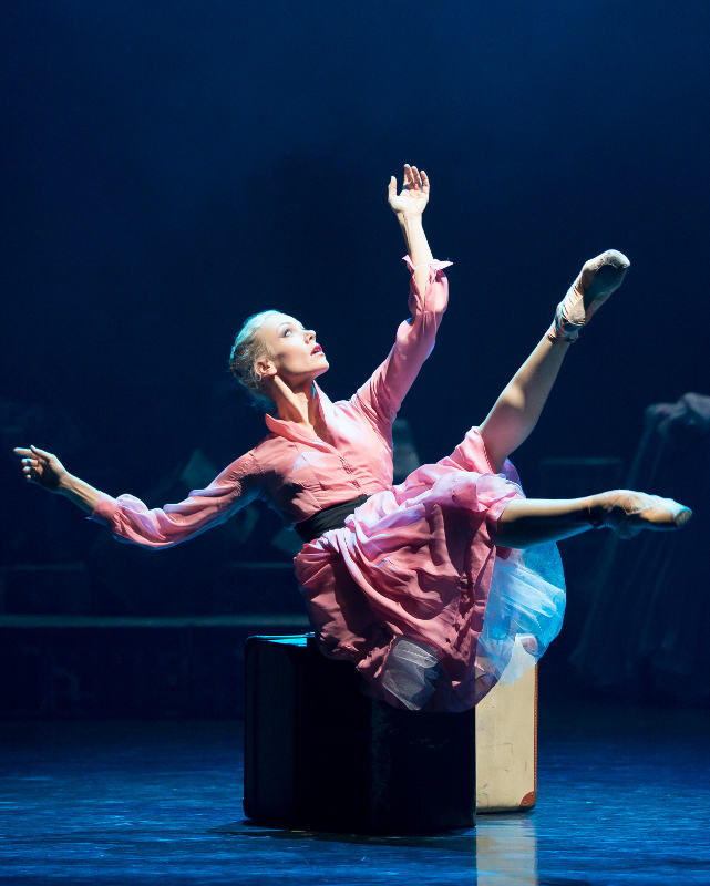 Eve Mutso as Blanche DuBois in Scottish Ballet's A Streetcar Named Desire