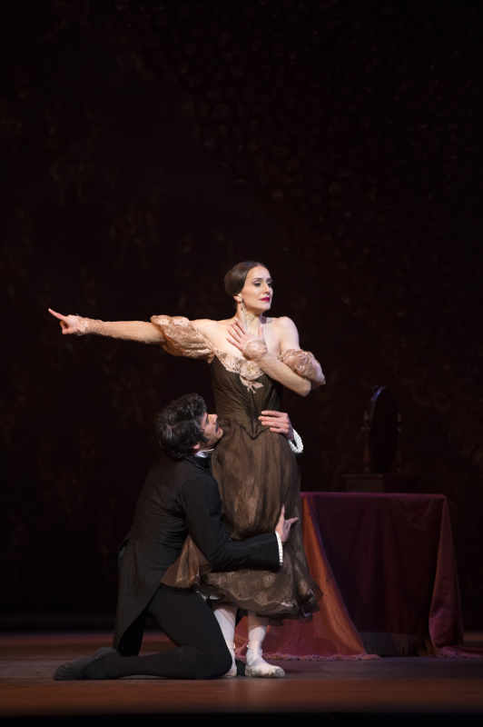 Thiago Soares as Onegin and Marianela Nuñez as Tatiana in the Royal Ballet's Onegin