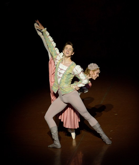Elisa Badenes and David Moore as Bianca and Lucentio