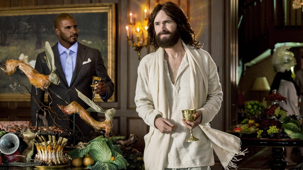Shadow Moon (Ricky Whittle) meets an American Jesus