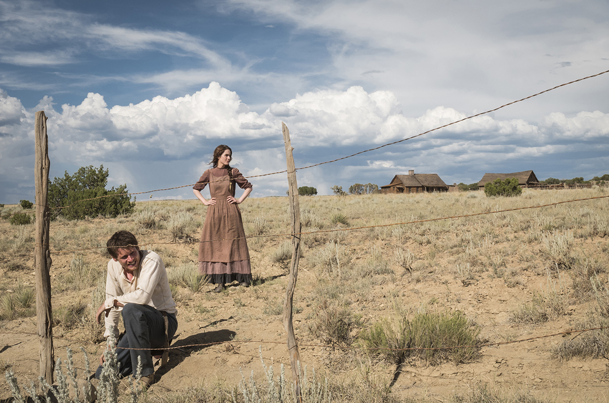Jack O'Connell and Michelle Dockery in Godless