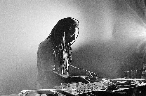 Mala, playing records.