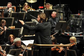 Andr_de_Ridder_conducting_the_BBCSO_edited
