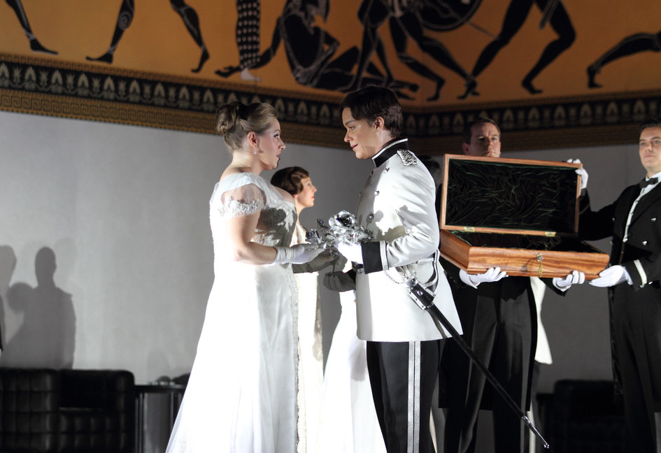 Alice Coote as Octavian and Sophie Bevan as Sophie in the 2016 ROH production of Der Rosenkavalier