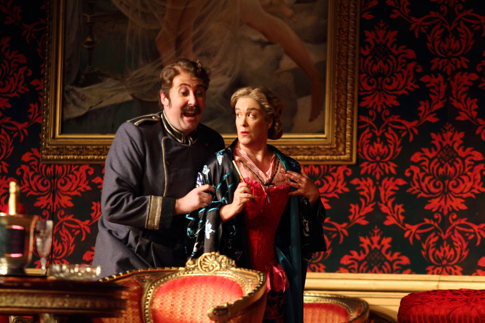Matthew Rose as Ochs and Alice Coote as Octavian in the 2016 ROH production of Der Rosenkavalier
