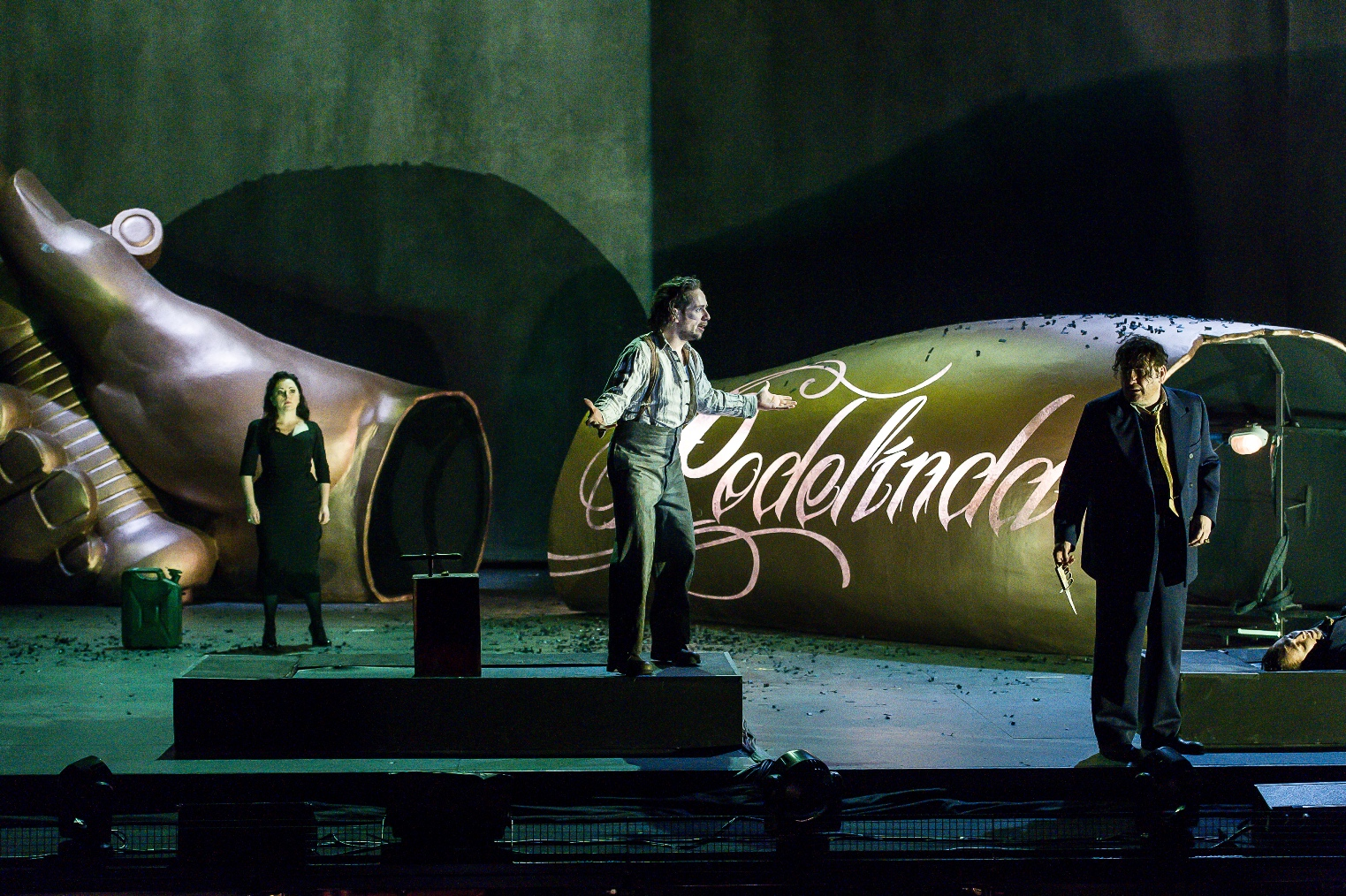 Scene from Act Three of ENO's Rodelinda, photo by Clive Barda