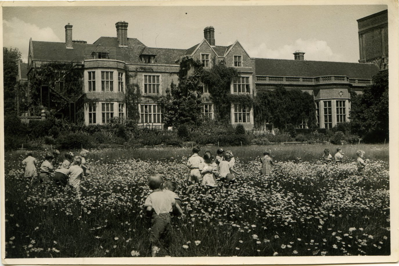Wartime evacuee children at Glyndebourne