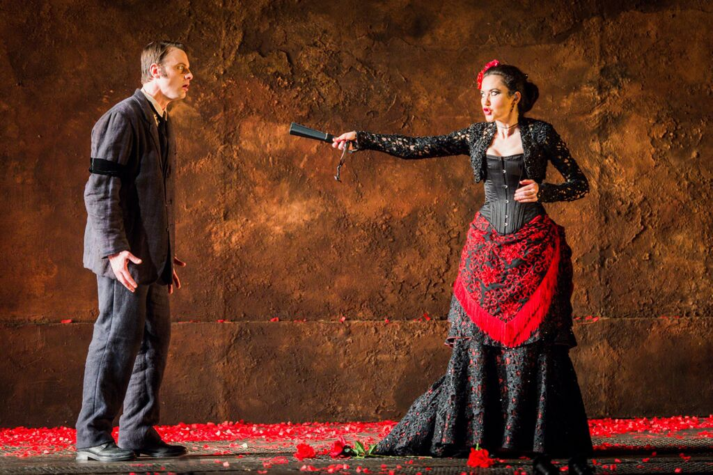 Stephanie d'Oustrac and Pavel Cernoch in Act IV of Bizet's Carmen
