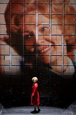 Julia Sporsen as Pat Nixon in Scottish Opera's Nixon in China