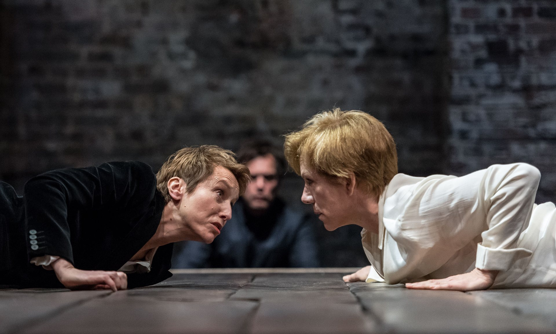Lia Williams and Juliet Stevenson in Almeida  Mary Stuart