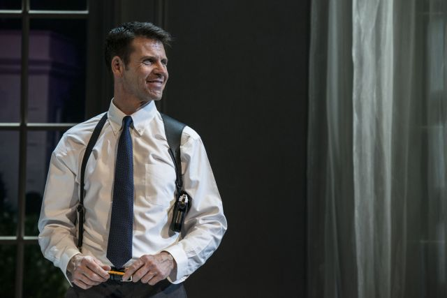 Lloyd Owen as Frank Farmer at the Adelphi Theatre