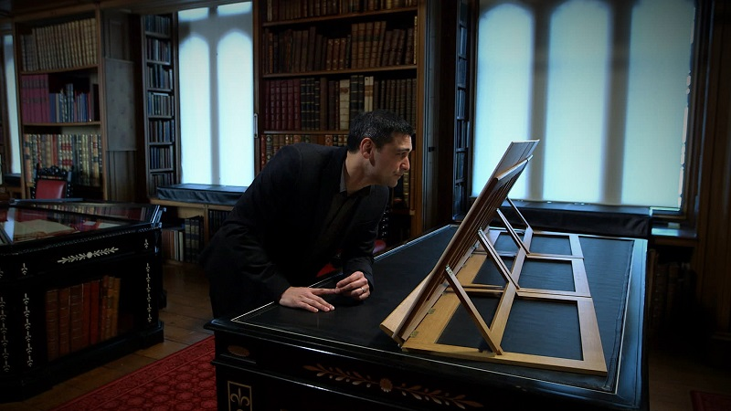 Dr. Adam Rutherford looking at Leonardo da Vinci drawings in the Royal Collection in Windsor © Tern Television
