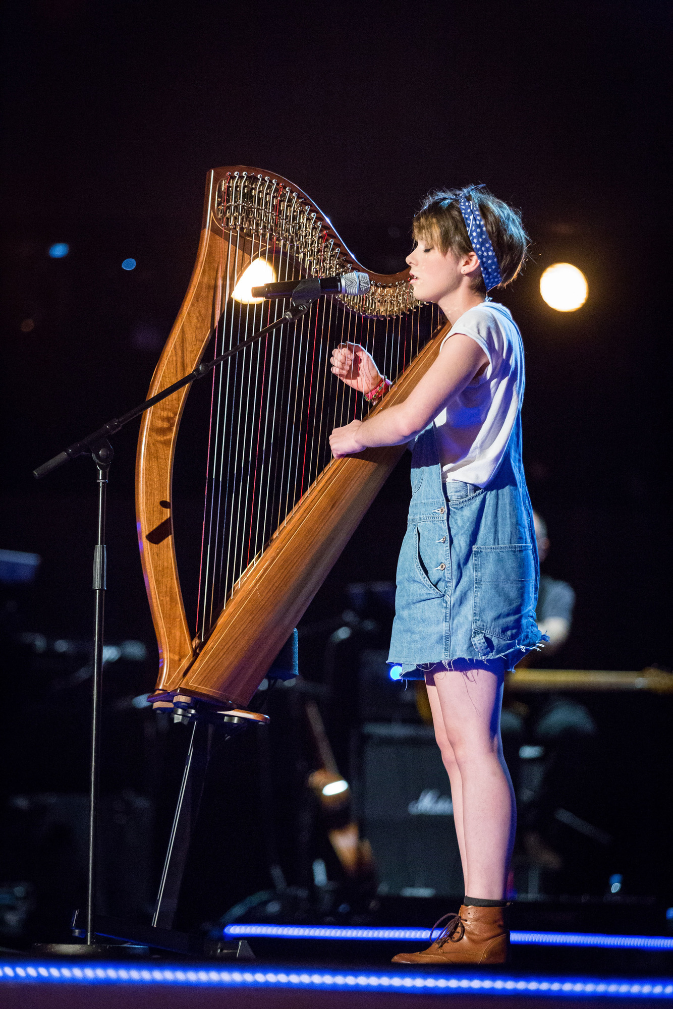 Anna McLuckie and harp in The Voice