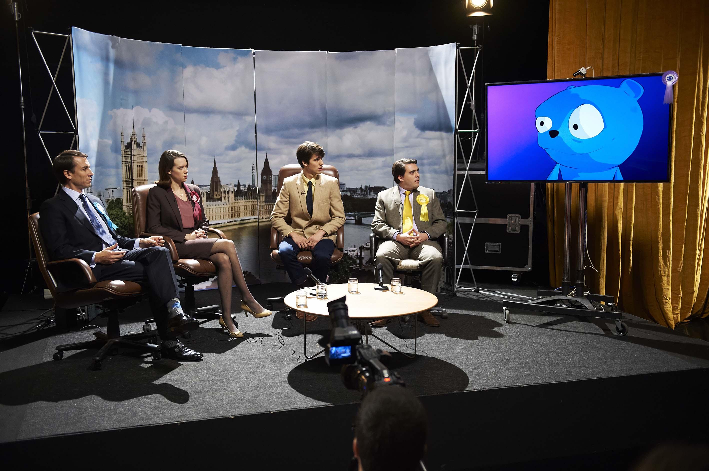 um debate político com um personagem animado na tela