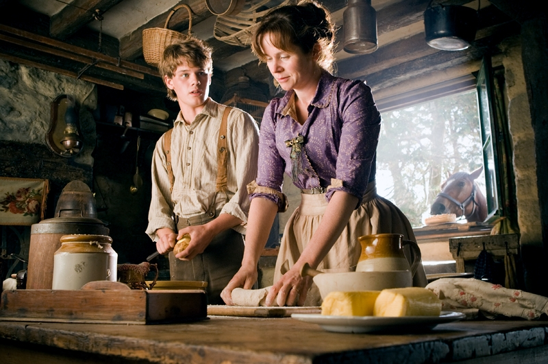 Jeremy Irvine and Emily Watson in War Horse