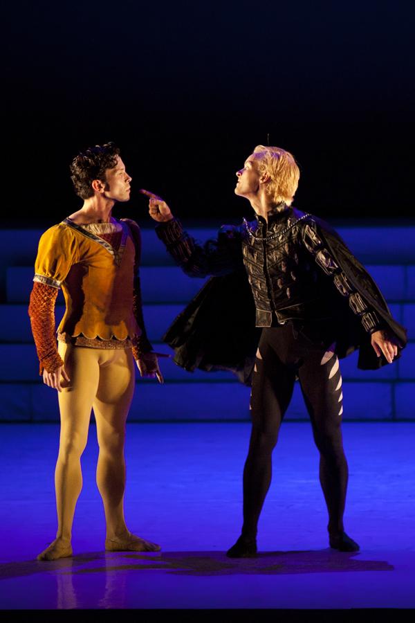 tybalt and romeo relationship with benvolio
